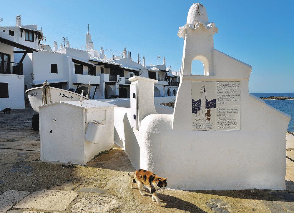 Architektura malých apartmánů Binibeca vell byla inspirována malými rybářskými domky (postaveno napočátku 70. let)