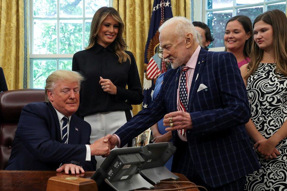 Donald Trump slaví 50. výročí přistání na Měsíci.