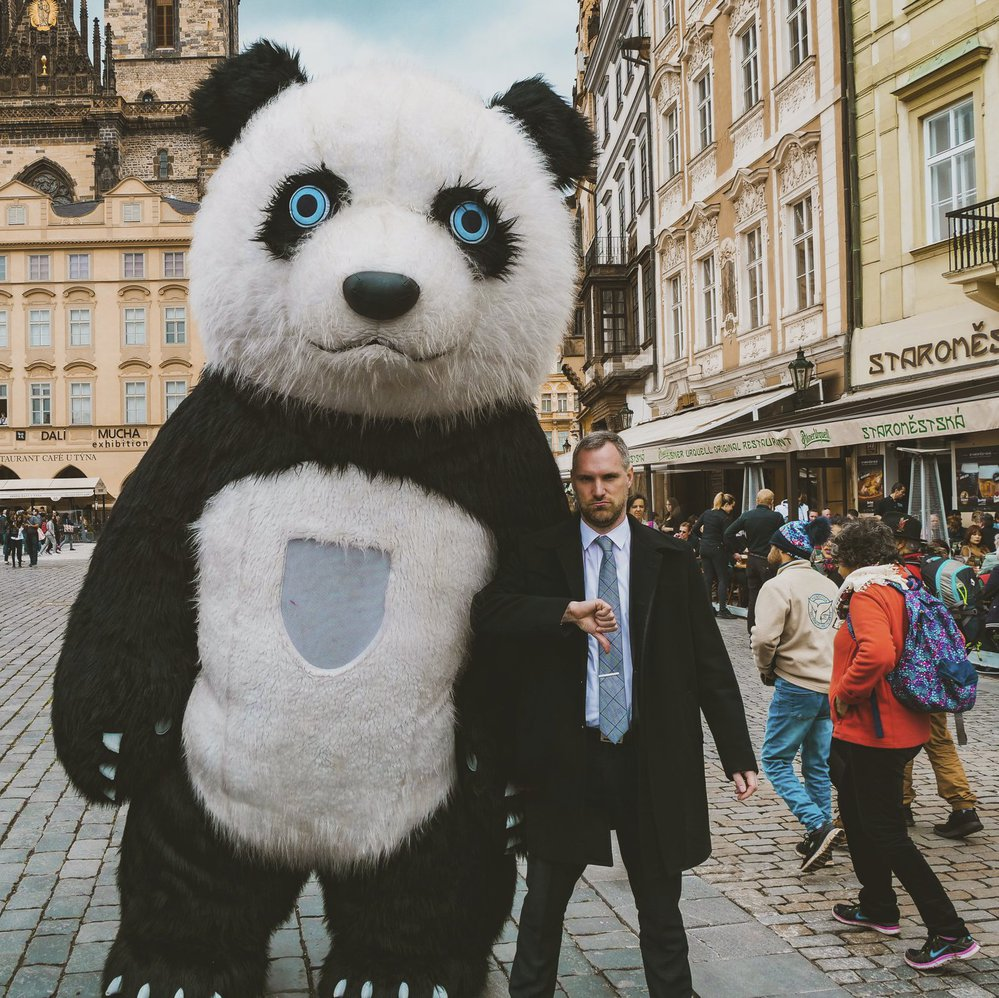 Zdeněk Hřib (Piráti, vpravo) slíbil, že pandy a další budou mít v historickém centru utrum.