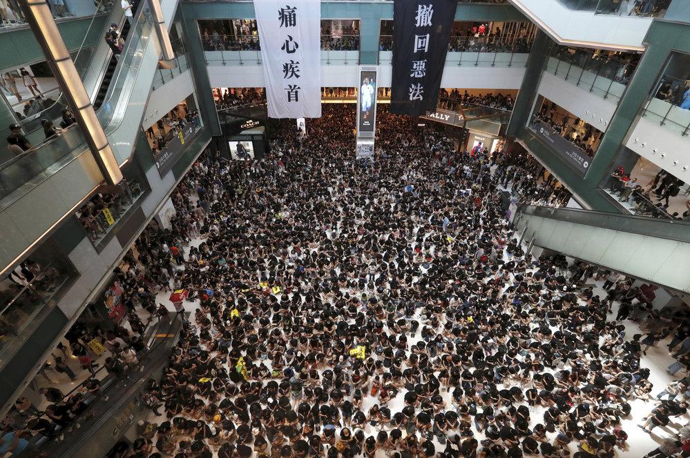 Protesty v Hongkongu ochromily dopravu.