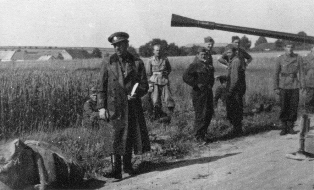 1947 Velitel protiletadlové baterie. Cvičení protivzdušné obrany státu vprostoru Aš, vesnice Rozbach