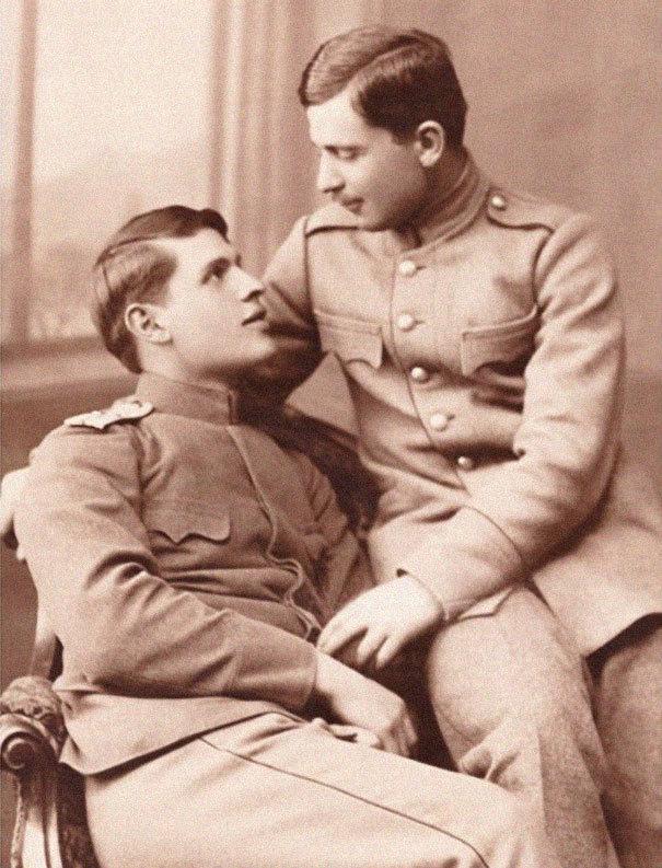 Bývalý kněz sesbíral historické fotografie homosexuálních párů, aby upozornil na to, že existovaly odjakživa