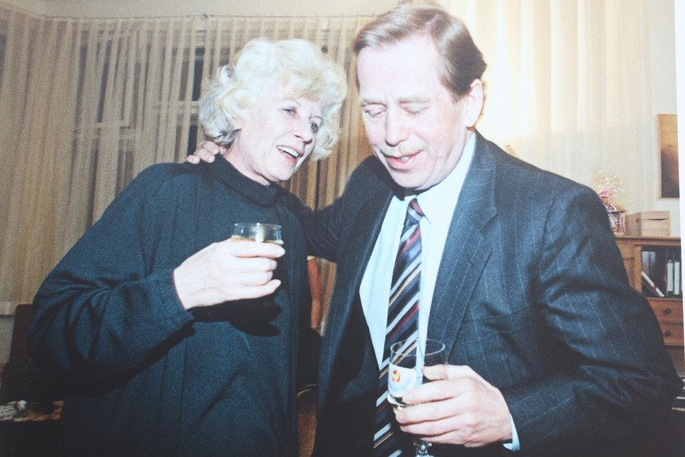 Václav havel s pvní manželkou Olgou.