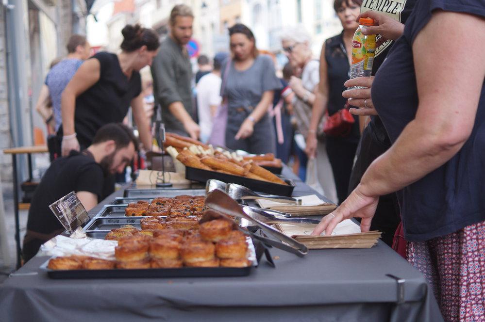 Kromě restaurací a barů se na bleší trh připravily také vyhlášení francouzské pekárny