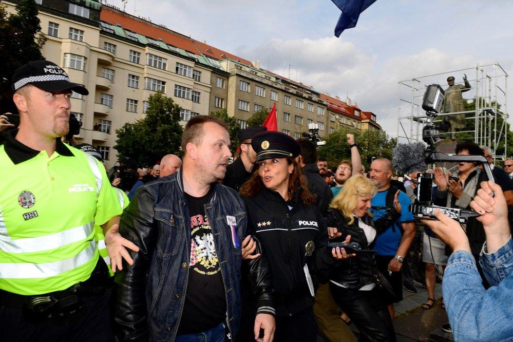 Protestní akce proti zakrytí sochy maršála Ivana Koněva se uskutečnila 2. září 2019 v Praze