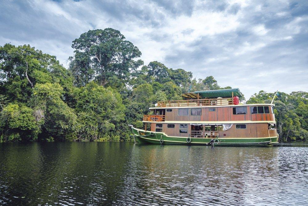Dřevěná výletní loď Jacaré Açu společnosti Katerre se napět dní stala naším plovoucím komfortním domovem
