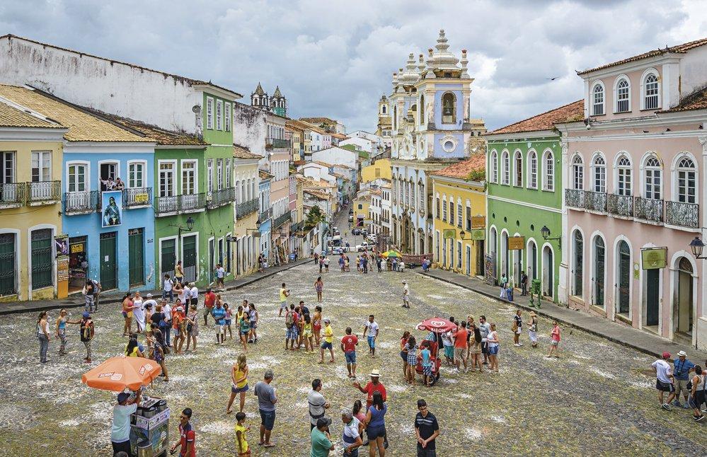 Věčně živé náměstí Largo do Pelourinho v historickém centru Salvadoru. Velmi často natrefíte na skupinku bubeníků, kteří předvádějí horké rytmy samby.