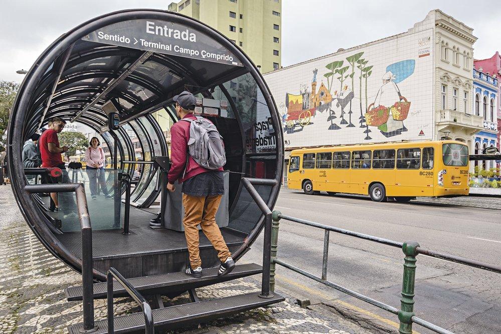V Curitibě vás před nepřízní počasí ochrání tyto zvláštní zastávky