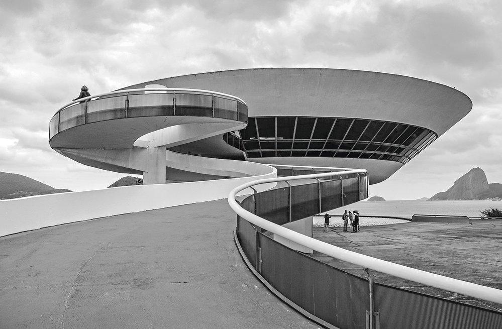 Futuristická galerie současného umění je z dílny Oscara Niemeyera