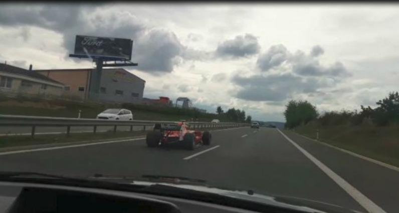 Závodní formule se proháněla po dálnici D4 na Příbramsku.