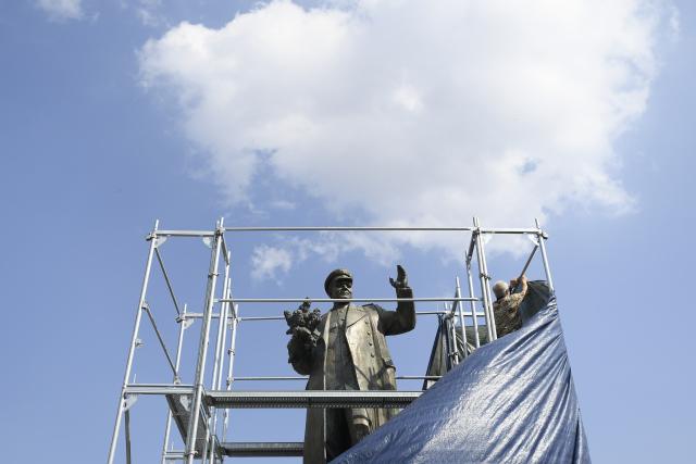 Zakrytá socha maršála Koněva budí vášně.
