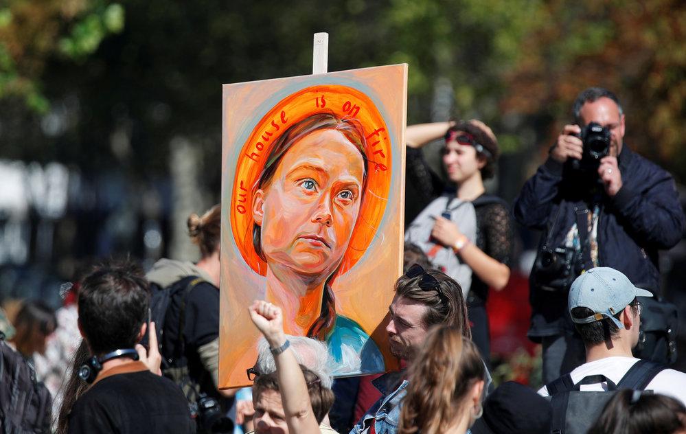 """Někdo ji má za """"světici"""" jiný ji nemůže vystát. Mladá Švédka Greta Thunbergová dělí lidi"""