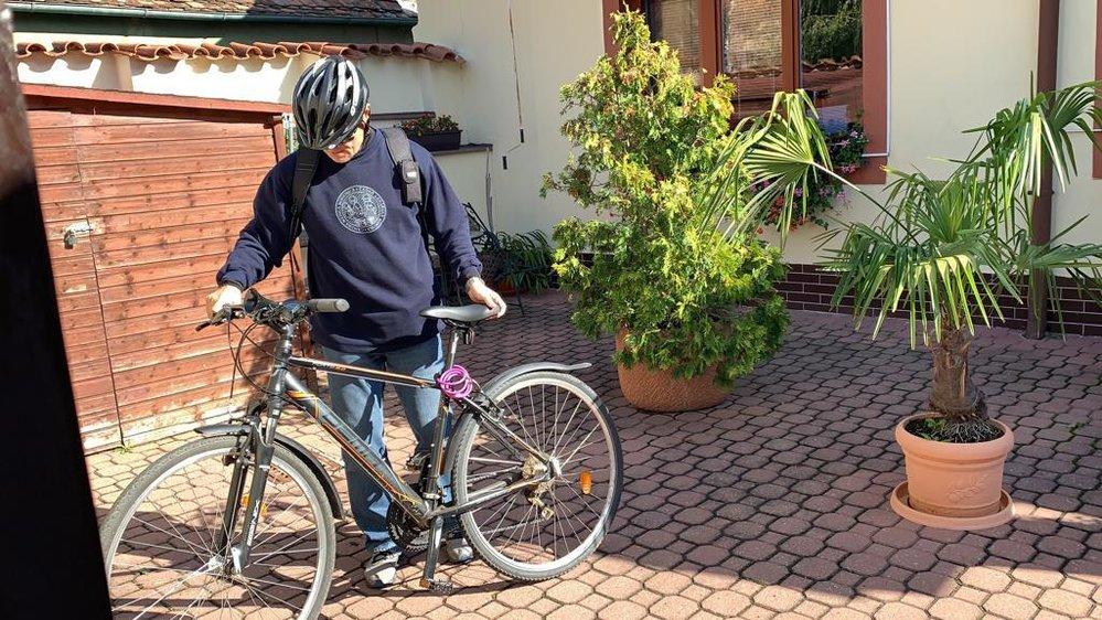 David Rath si užíval poslední doušky svobody před nástupem do věznice, vyrazil v Hostivici na kolo.