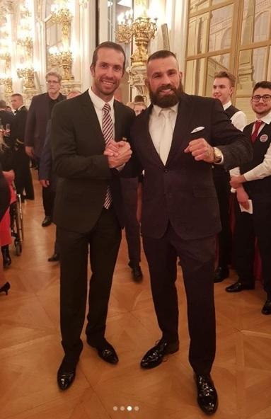 Udělování státníh vyznamenání v minulých letech: Recepce po předávání státních vyznamenání 2019: Čestný host a MMA bojovník Karlos Vémola s Radkem Štěpánkem