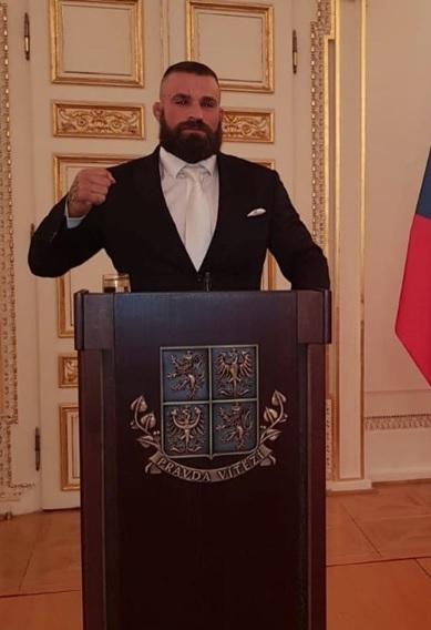 Udělování státníh vyznamenání v minulých letech: Recepce po předávání státních vyznamenání 2019: Čestný host a MMA bojovník Karlos Vémola
