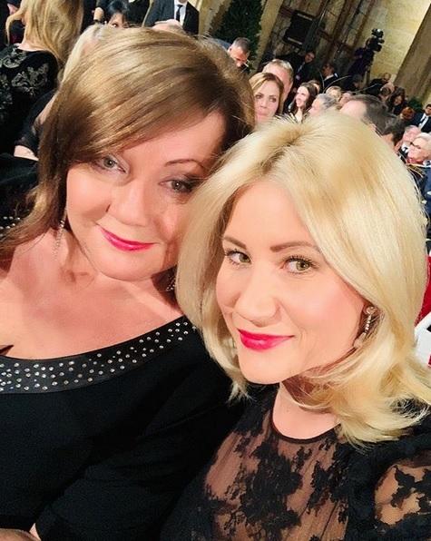 Udělování státníh vyznamenání v minulých letech.. Alena Schillerová s dcerou Petrou Rusňákovou na Hradě během udílení státních vyznamenání 2019