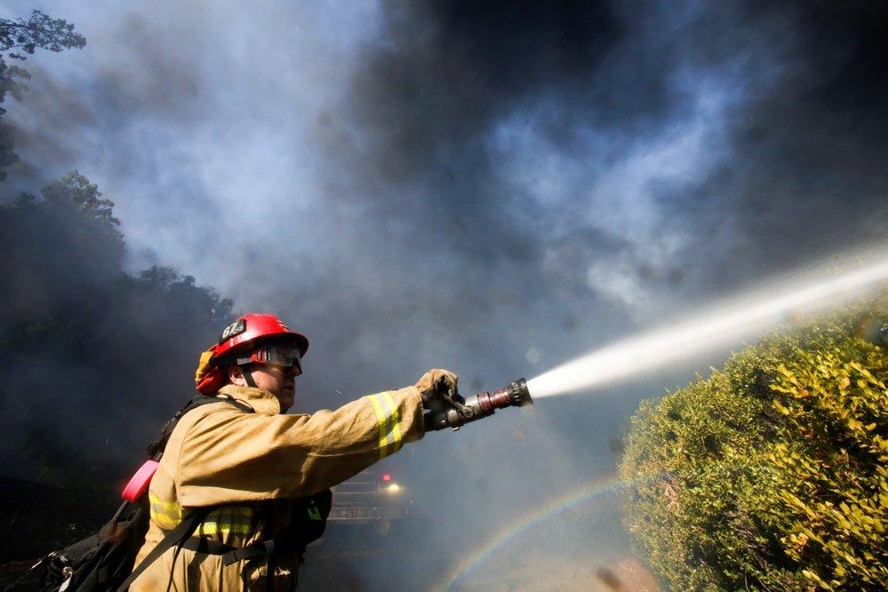 Knihovnu bývalého prezidenta Ronalda Reagana málem pohltily plameny. (30.10.2019)
