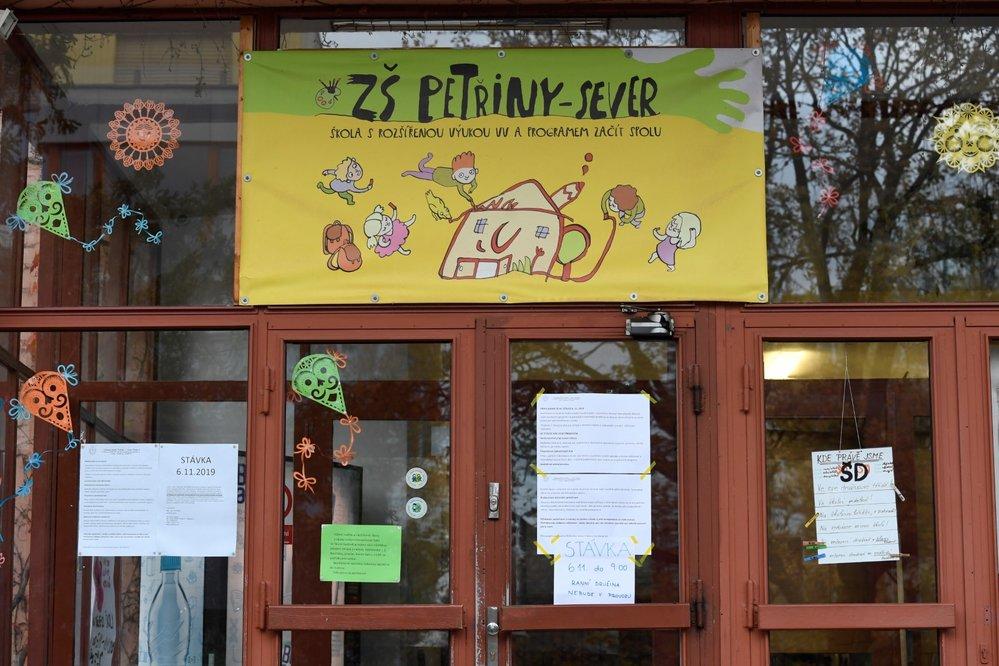 Stávka učitelů: Základní školy Petřiny v Praze (6. 11. 2019)