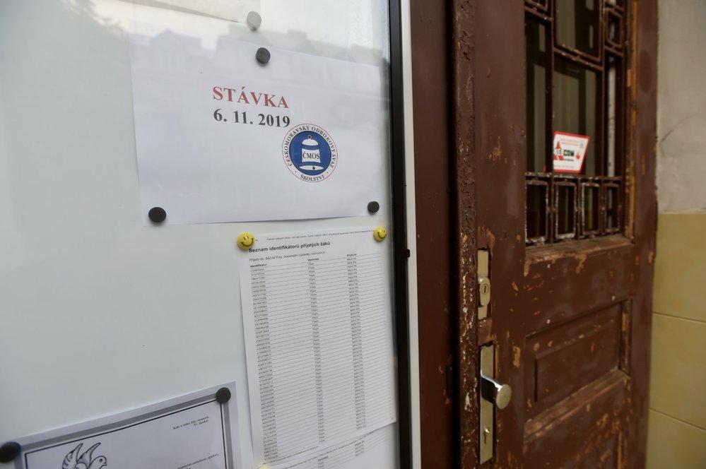 Stávka učitelů: Fakultní základní škola Ústí nad Labem České mládeže (6. 11. 2019)