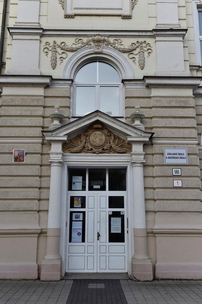 Stávka učitelů: ZŠ Kupkova v Břeclavi se 6. listopadu 2019 připojila ke stávce učitelů (6. 11. 2019)