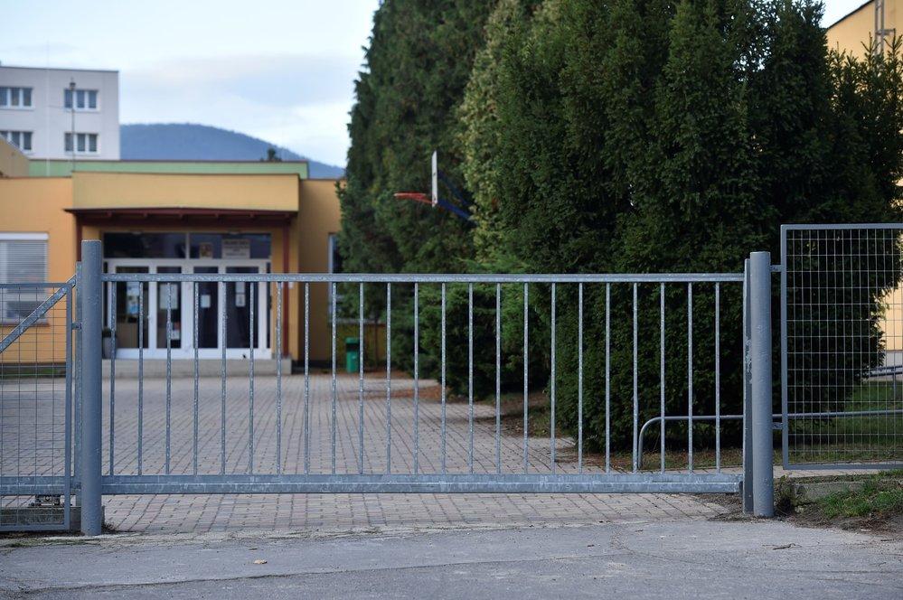 Stávka učitelů: Základní škola Jabloňová v Liberci se 6. listopadu 2019 připojila ke stávce učitelů (6. 11. 2019)