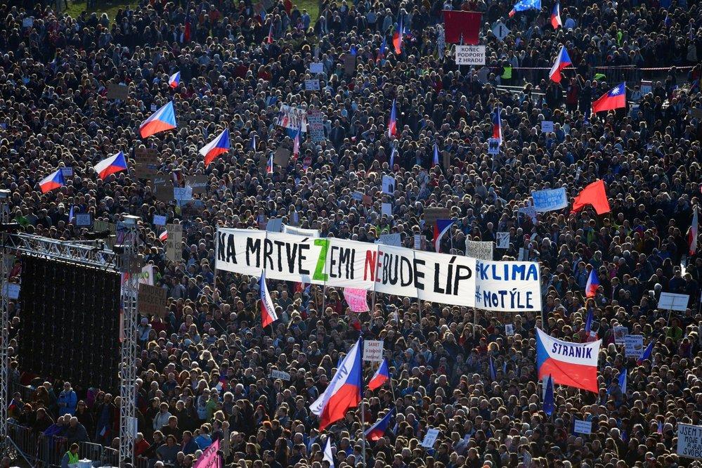 Demonstrace na Letenské pláni spojená s 30. výročím sametové revoluce (16. 11. 2019)