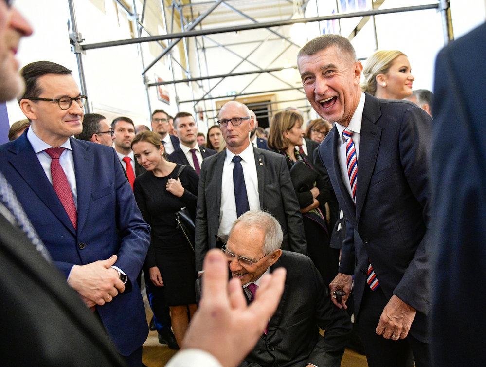Premiér Babiš s lídry V4 vyrazil na výstavu Sametová revoluce.