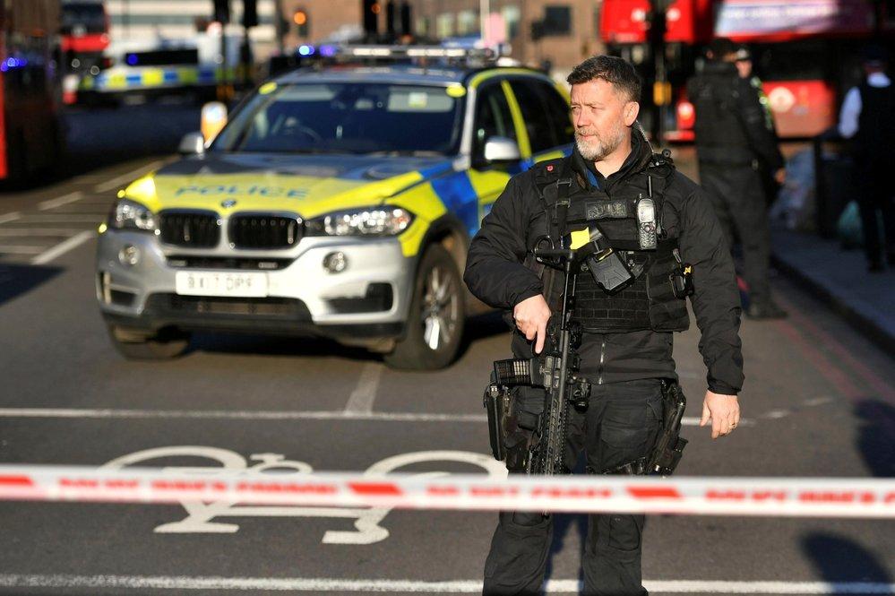 Policie okolí London Bridge uzavřela.