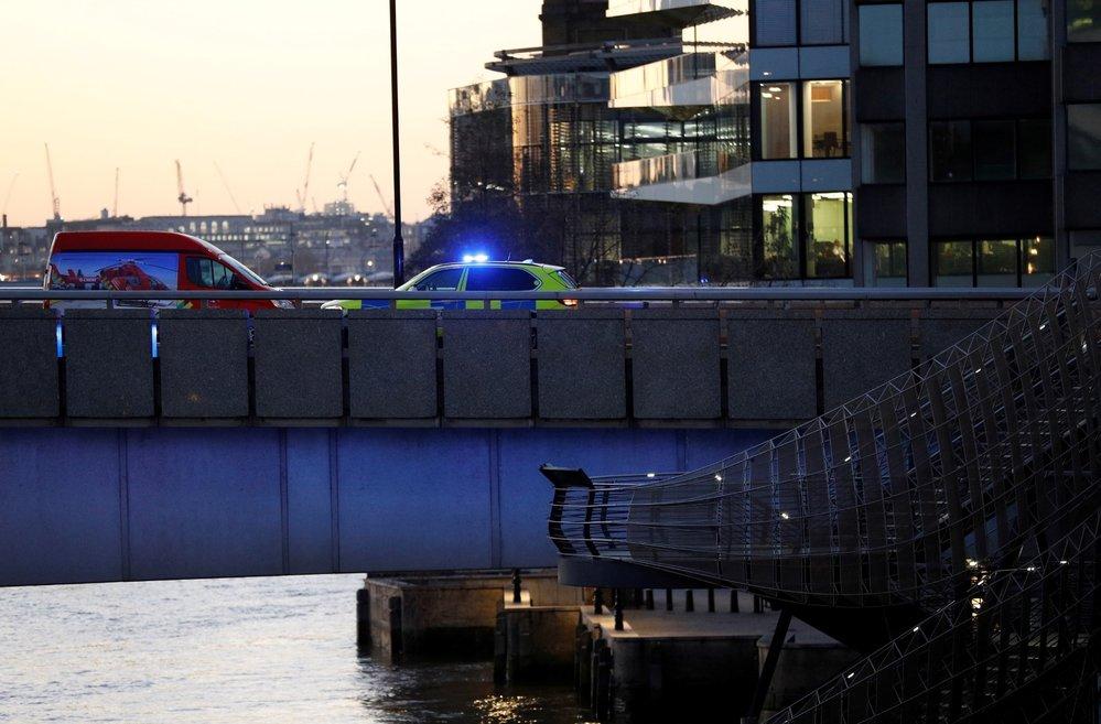 Policie po útoku uzavřela London Bridge.