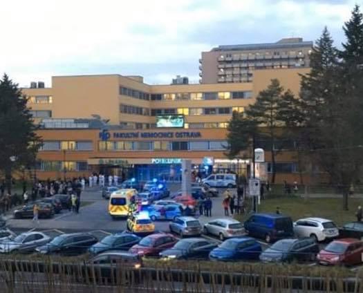 Policisté zasahují při mimořádné události ve Fakultní nemocnici Ostrava.