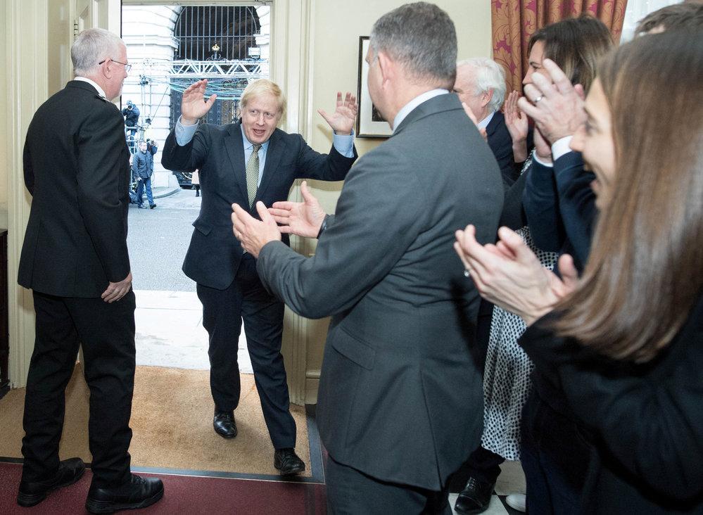 Britský premiér Boris Johnson neskrýval radost po vítězství u voleb, (13.12.2019).