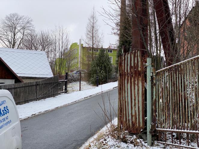 Fotografie z místa tragického požáru domova pro mentálně postižené ve Vejprtech.