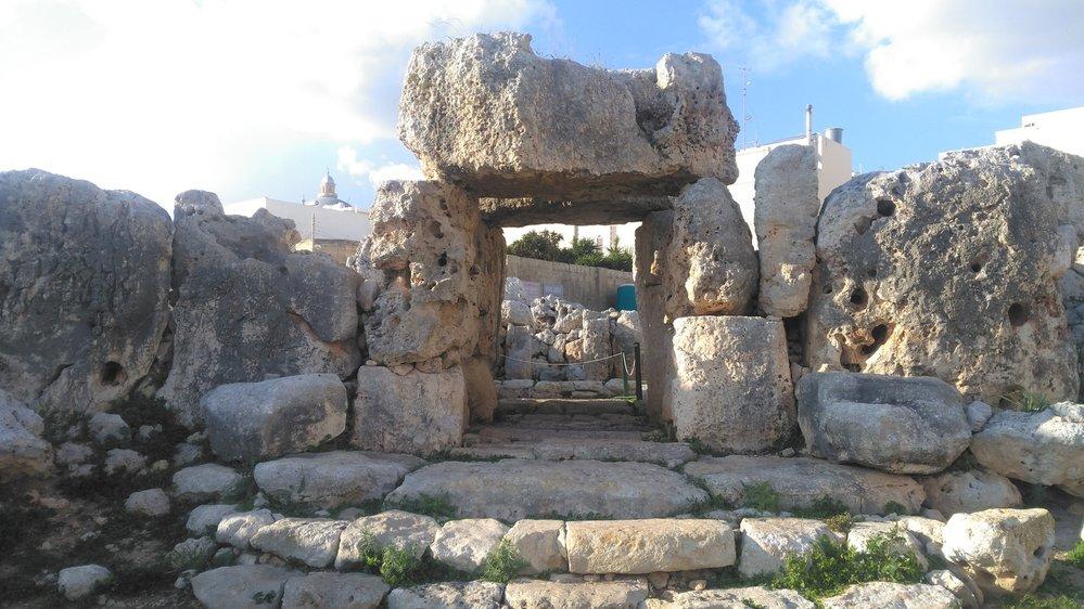 Vchod do komplexu megalitických chrámů Ta Ħaġrat.