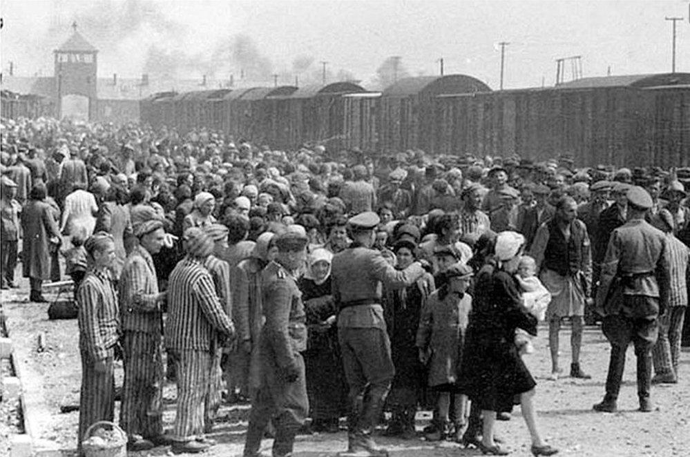 Do koncentračních táborů byly deportovány za války miliony lidí. Většina z nich tam zemřela.