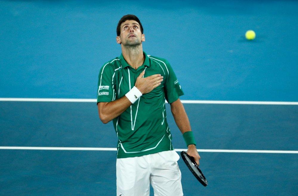 Djokovič v euforii! V dramatickém finále Australian Open otočil zápas s Dominicem Thiemem a slaví rekordní titul
