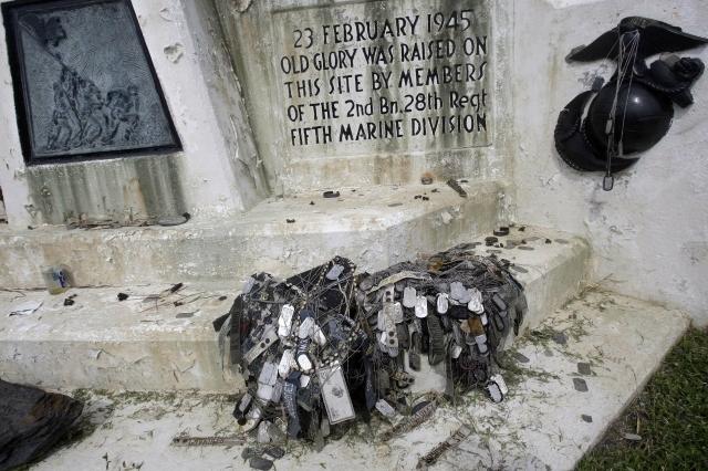 Pomník amerických vojáků na ostrově Iwodžima.