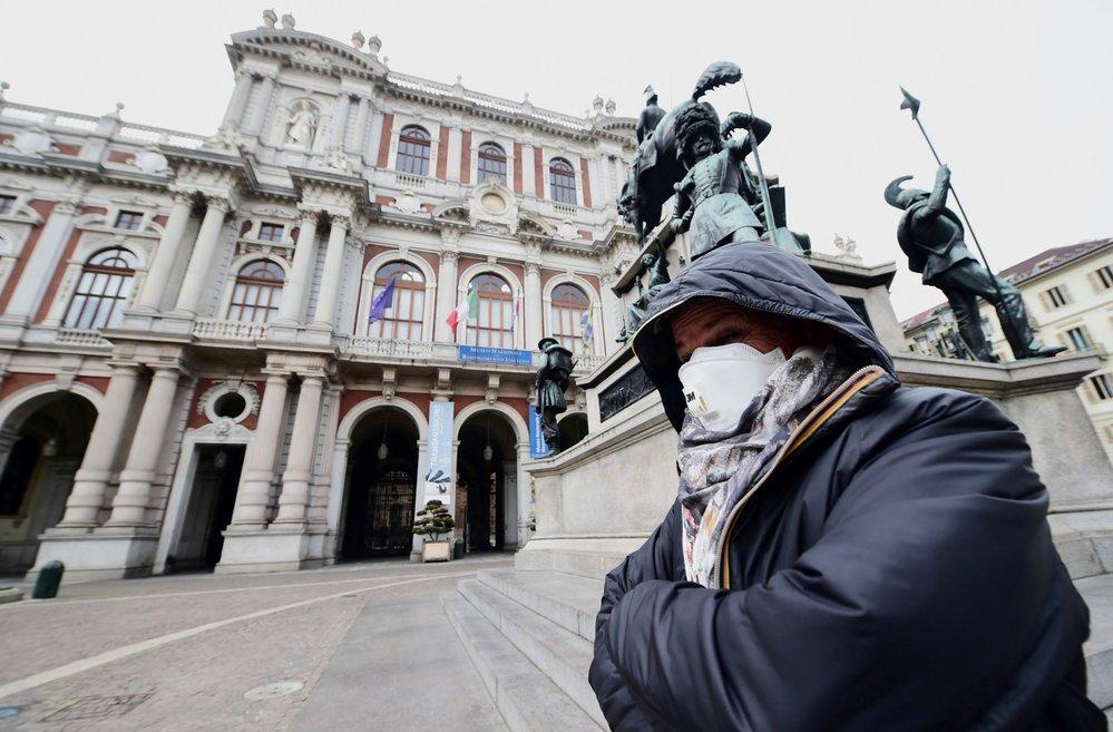 V Itálii umírají na koronavirus další lidé.