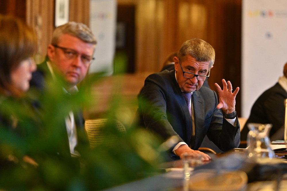 V souvislosti s šířením nákazy koronavirem na ministerstvu zdravotnictví jednal krizový štáb pod vedením premiéra Andreje Babiše