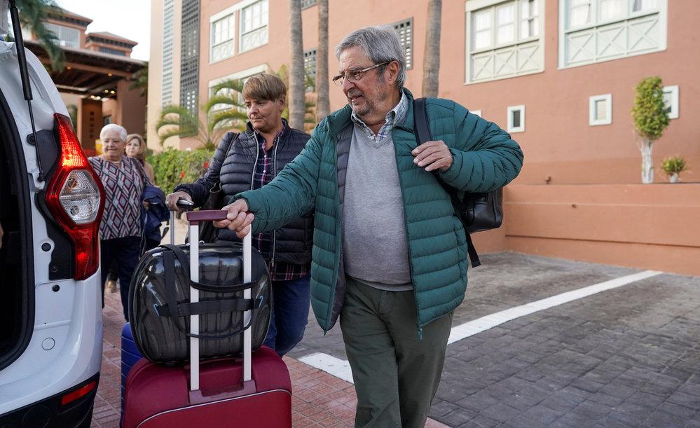 Další várka turistů dnes opustila karanténu v hotelu H10 Costa Adeje Palace na Tenerife.