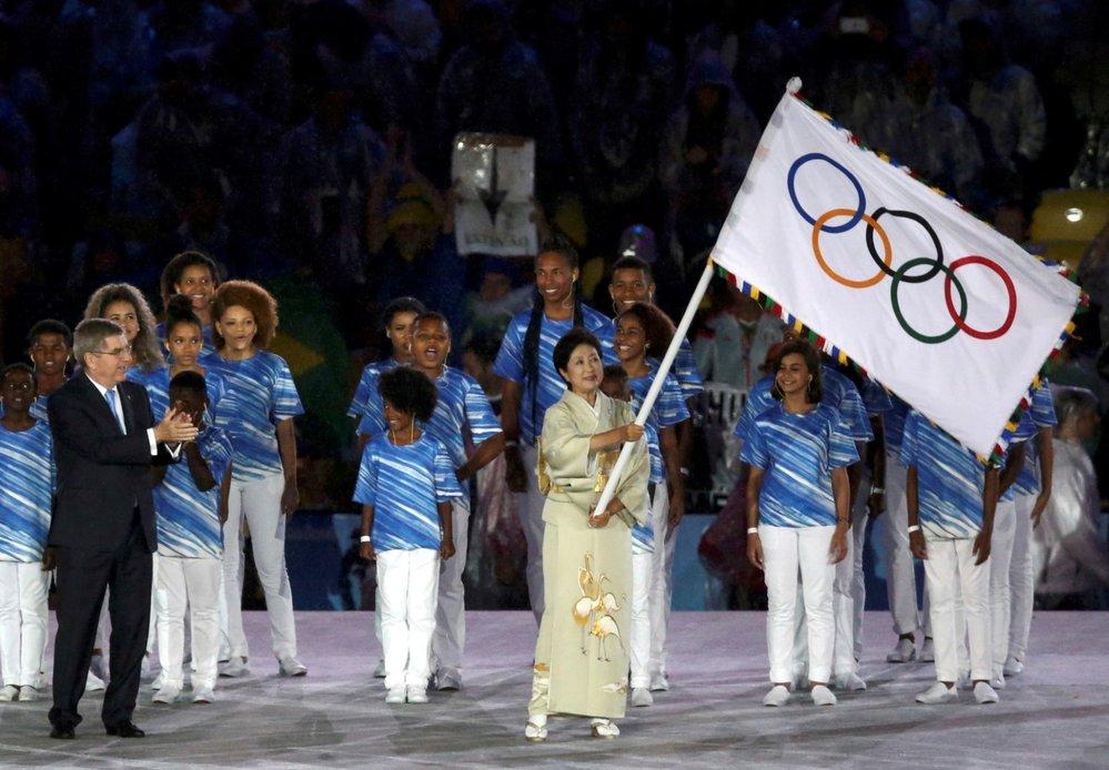 Olympijská vlajka by měla vlát v létě v Tkiu, kvůli hrozbě nákazy koronavirem ale možná dojde k jejímu odložení