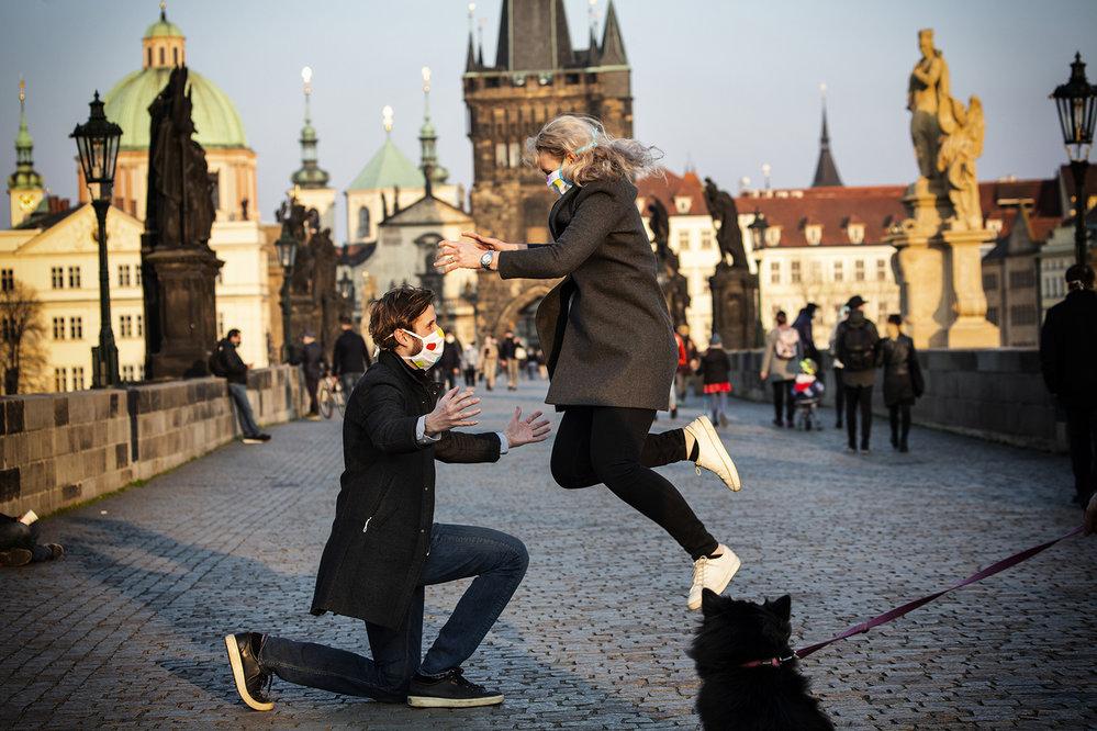 Praha nosí roušky