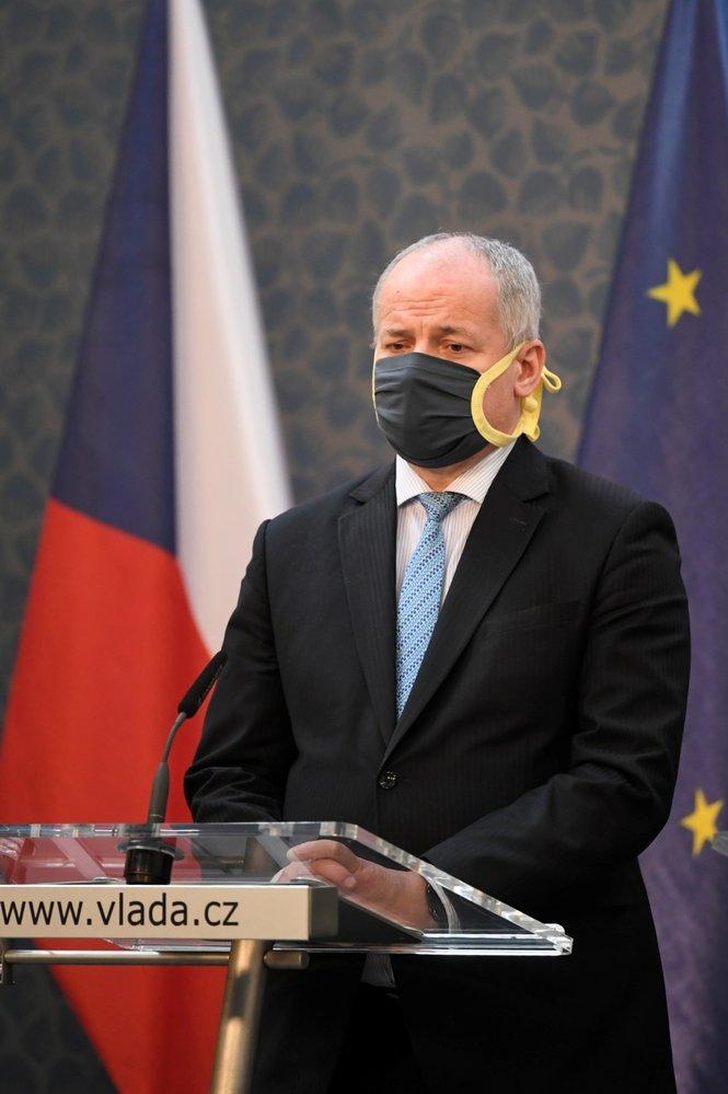 Náměstek ministra zdravotnictví a epidemiolog Roman Prymula vystoupil 9. dubna 2020 v Praze na tiskové konferenci po jednání vlády