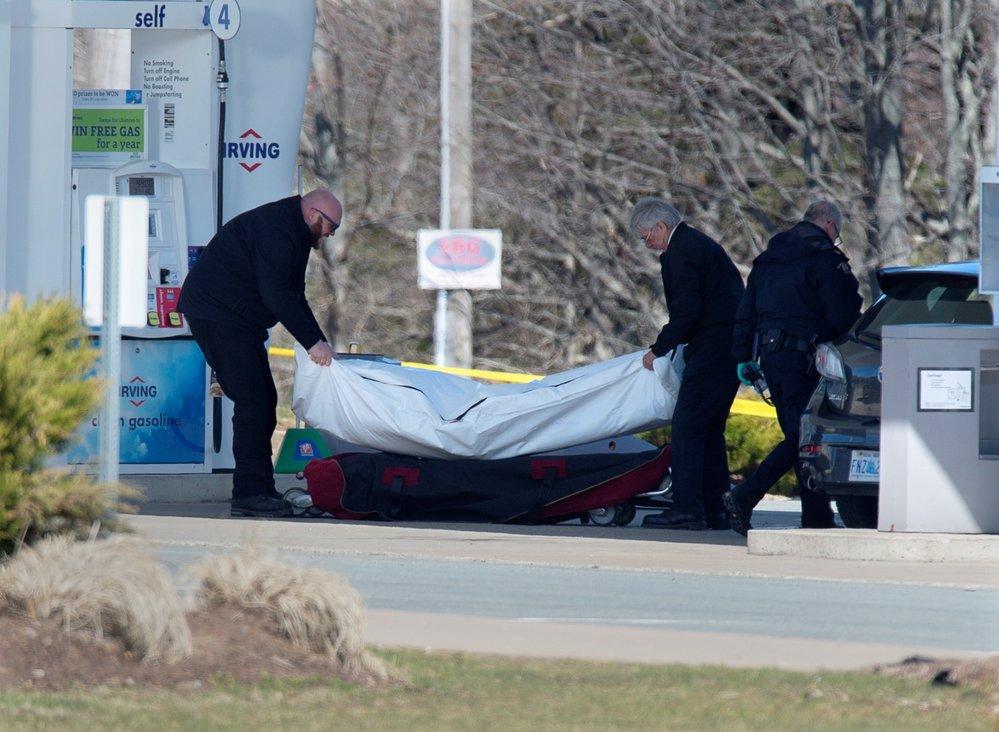 Střelec na severu kanadské provincie Nové Skotsko zabil během 12 hodin nejméně 10 lidí (19. 4. 2020)