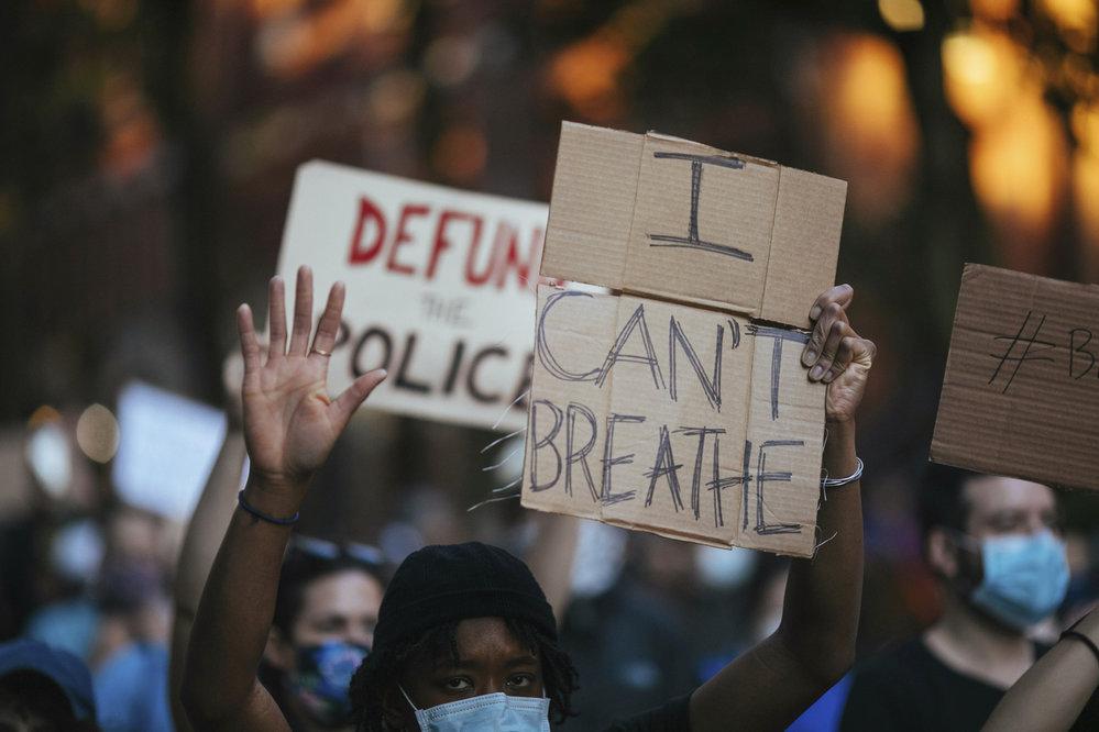 V USA se protestuje proti policejnímu násilí na menšinách