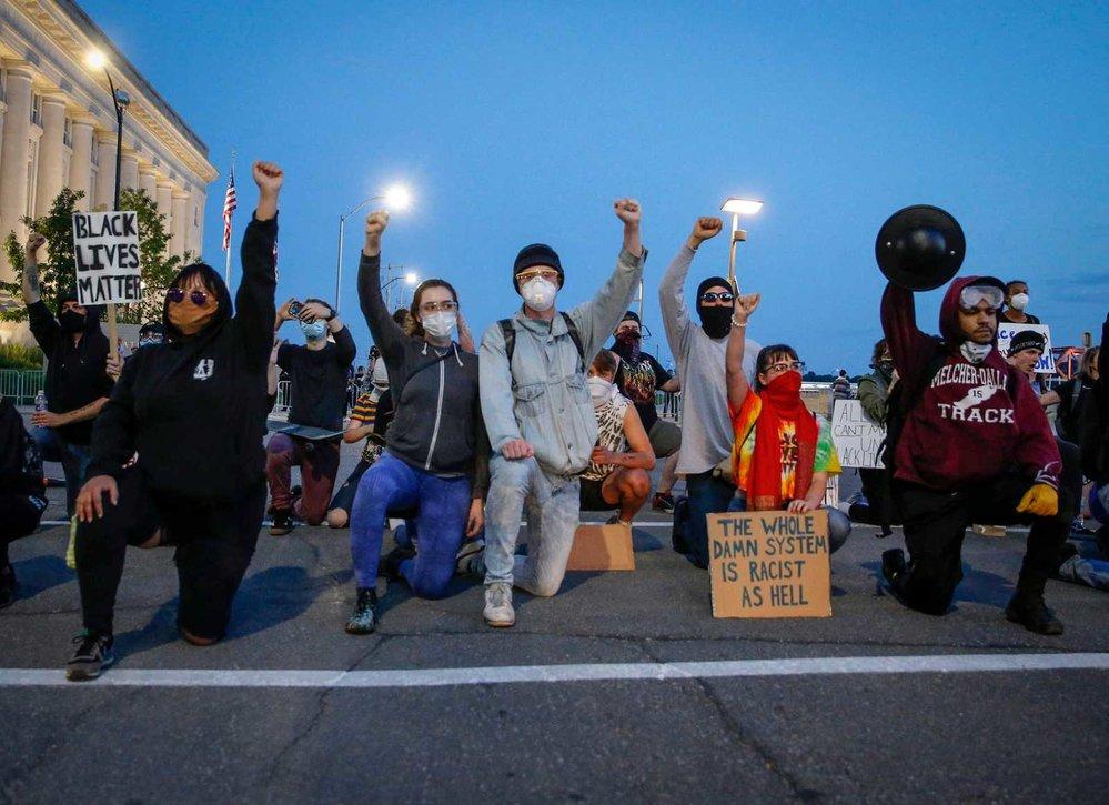 Protesty v USA proti policejní brutalitě