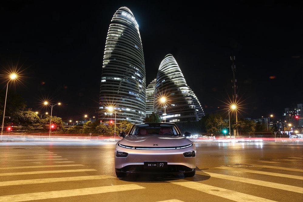 """""""Čínská Tesla"""" Xpeng láká na pokročilé technologie i svěží design"""