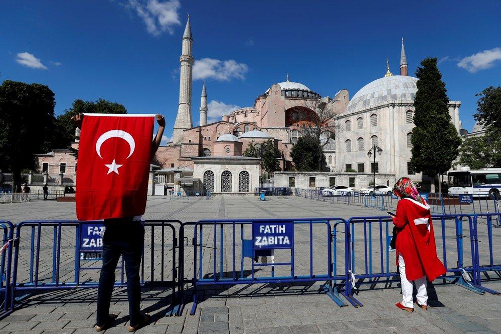 Turecký chrám Hagia Sofia, který slouží jako muzeum, se smí přeměnit na mešitu. (10.7.2020)