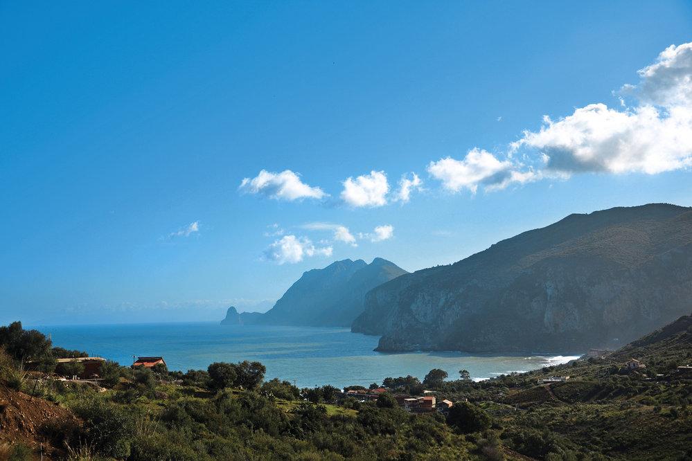 Alžírsko není jen poušť a římské památky, ale také 1600 kilometrů dlouhé neobjevené členité pobřeží