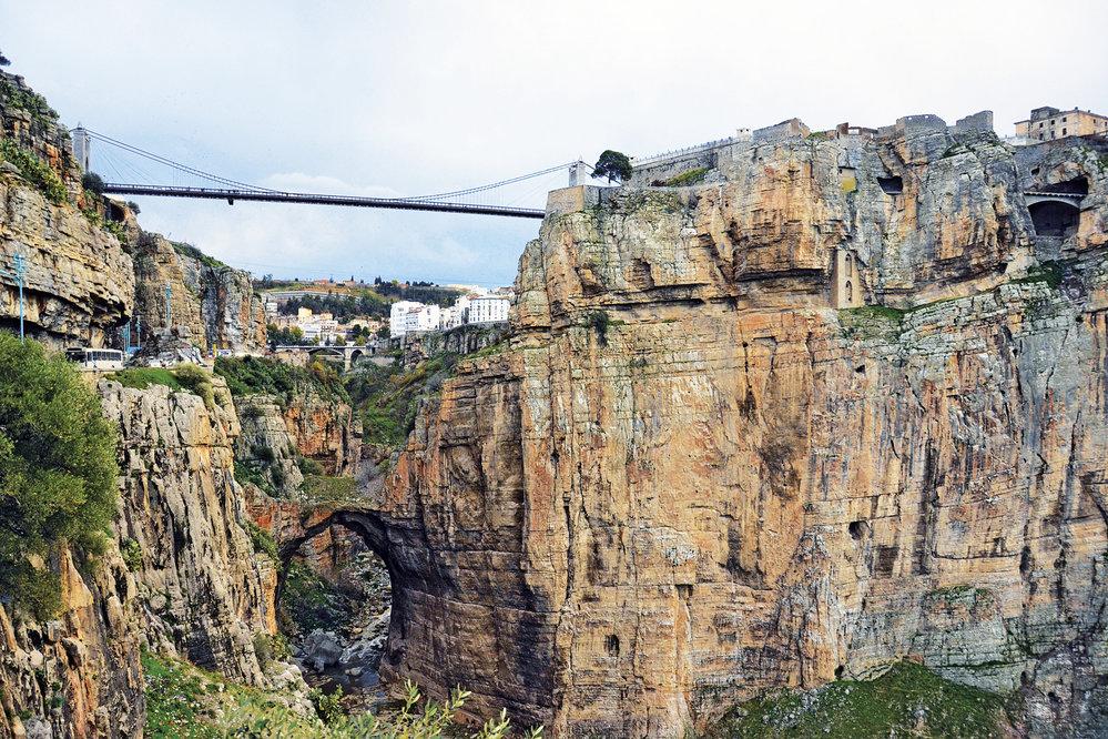 Město mostů, neboli Constantine, najdete v hornaté krajině severního Alžírska