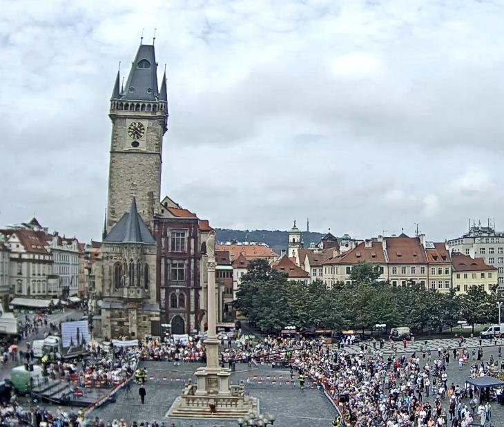 Stovky lidí na Staroměstském náměstí, 15. srpna 2020.